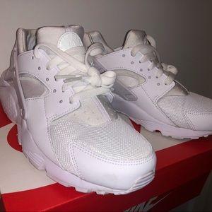 Nike Shoes - NIKE HUARACHE WOMENS 7